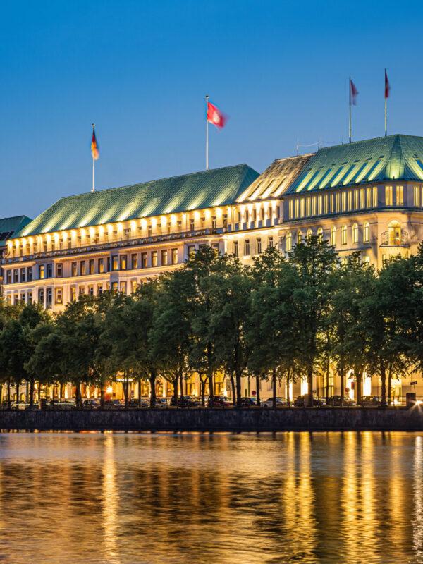 Hotel Vier Jahreszeiten Hamburg Fairmont Binnenalster Jungfernstieg Innenstadt 5 Sterne Luxushotel Gerrit Meier