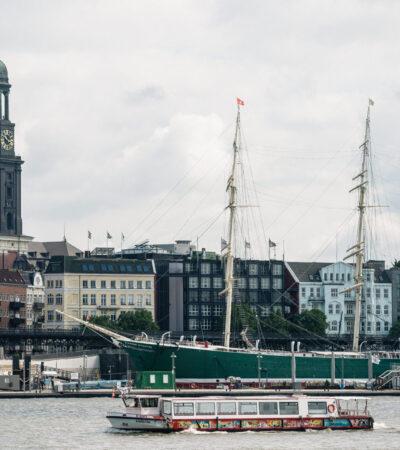 Barkassen Meyer Hafenrundfahrt in Hamburg
